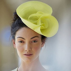 yellow fascinator hat wedding guest by milliner Nicki Marquardt München