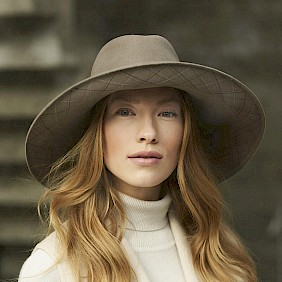 Broad brimmed fedora felt hat women by Hutdesign Hutmacher Nicki Marquardt München