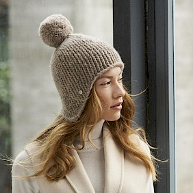 Pompom knitted hat beige women