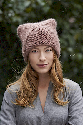 knitted hat rose by Nicki Marquardt München