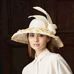natural-coloured lady's hat bell-shaped hat